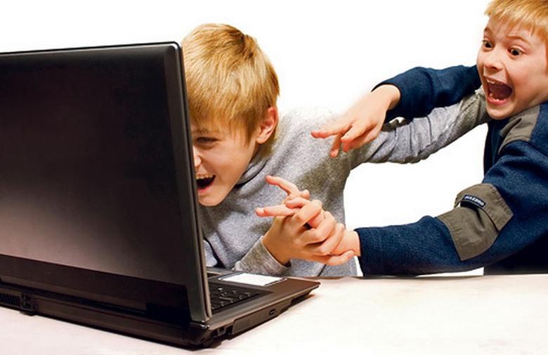 ISTRAŽIVANJE: Trećina školaraca ovisna o internetu, sukobe se s vršnjacima i obolijevaju