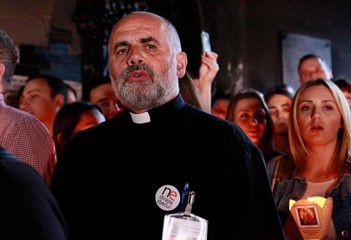 Pater Ike Mandurić: Kome smeta vjera katolika?