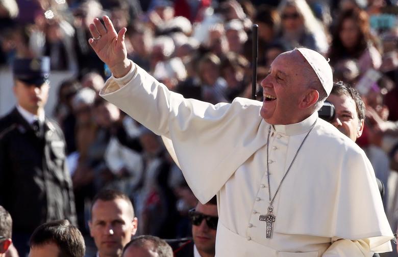 Papa Franjo voli kršiti pravila, a nemoguće je utvrditi tko mu je stvarno blizak