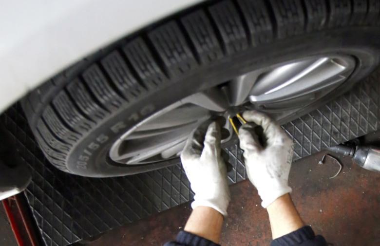Veća je svijest o važnosti pregleda vozila i promjeni guma pred zimu