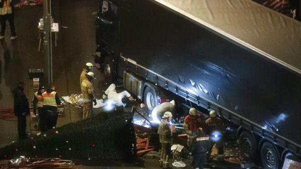 NAPAD KAMIONOM NA BOŽIĆNOM SAJMU U BERLINU: Najmanje 12 ljudi mrtvo, napadač je izbjeglica