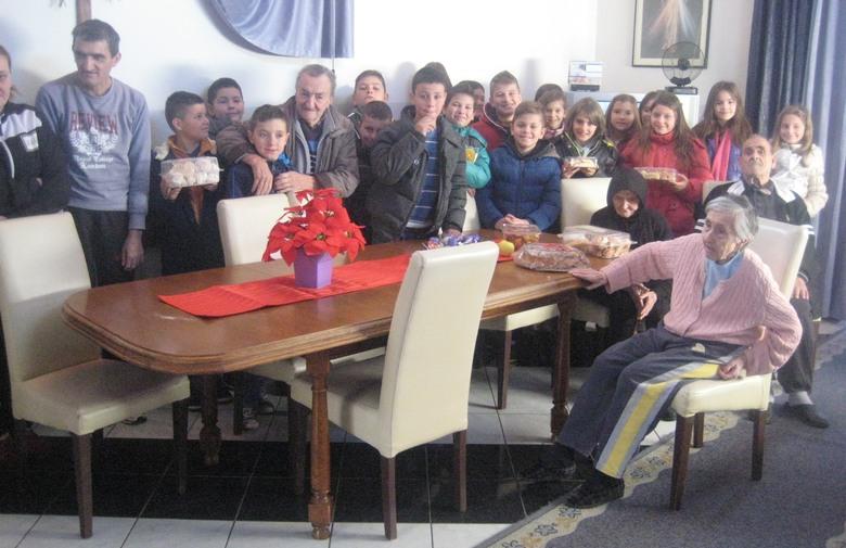 POSUŠJE: Mladi posjetom unijeli radost u srca starijih i nemoćnih