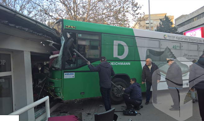 """MOSTAR: Autobus gradskog prijevoza """"uletio"""" u cafe bar Avenue – Mliječni"""