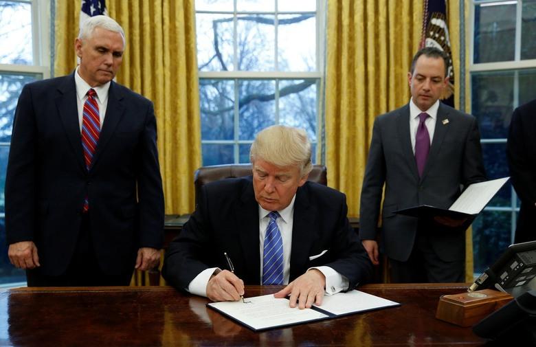 JEDNO OD KLJUČNIH OBEĆANJA: Trump bi danas mogao narediti gradnju zida prema Meksiku