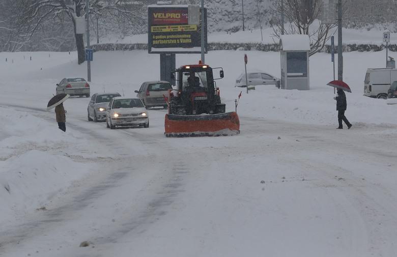 Snijeg zaobišao samo Hercegovinu, u Bosni i regiji ne prestaje padati