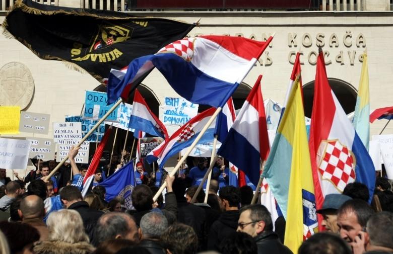 Vlada FBiH vraća mirovine za 11.600 branitelja koje im je Helez smanjio