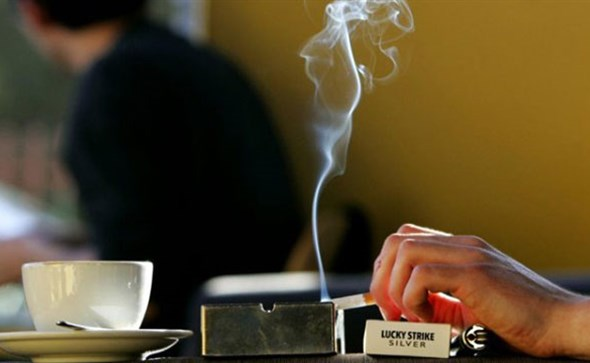 Potpuna zabrana pušenja u svim zatvorenim prostorijama, javnom prijevozu, vozilima