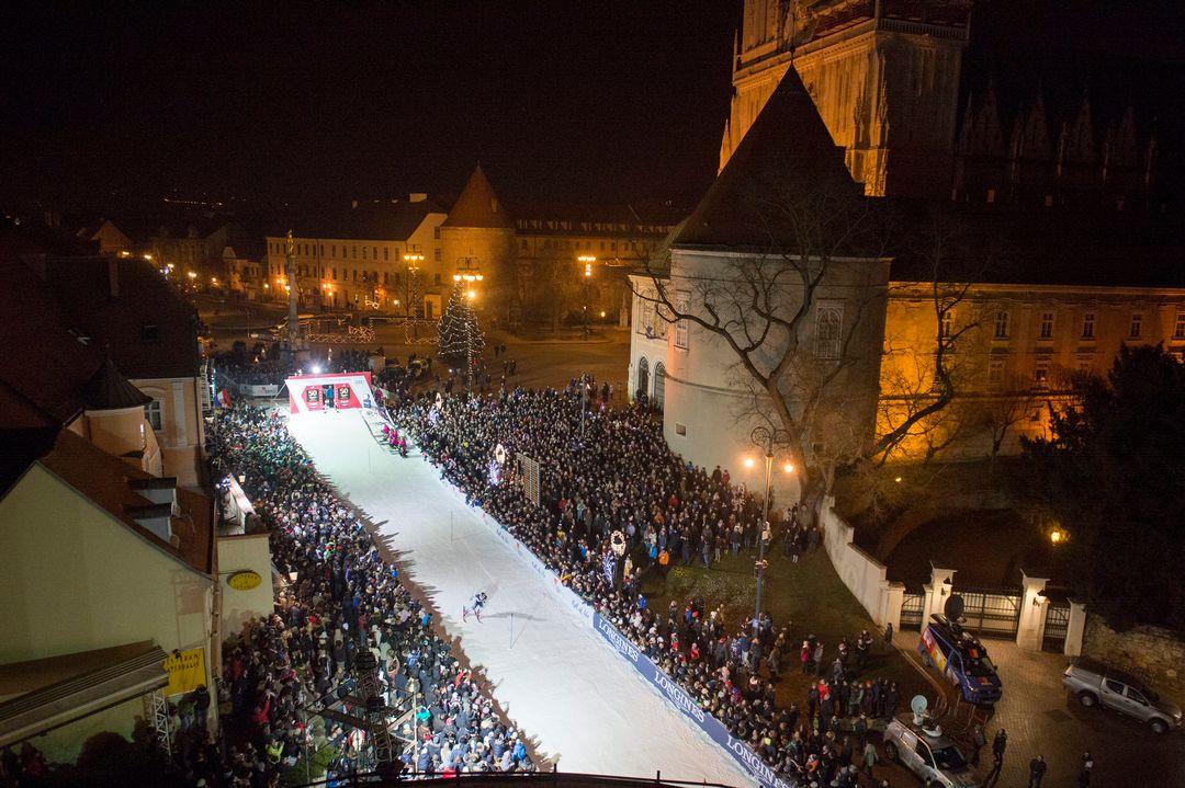 U SREDIŠTU ZAGREBA: Održan skijaški vremeplov u centru Zagreba