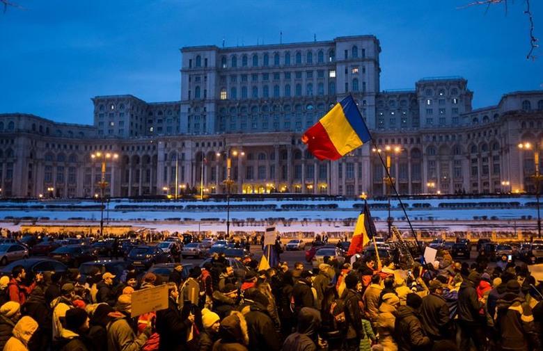 BUKUREŠT Prosvjedi: Narod ruši vladu Rumunije
