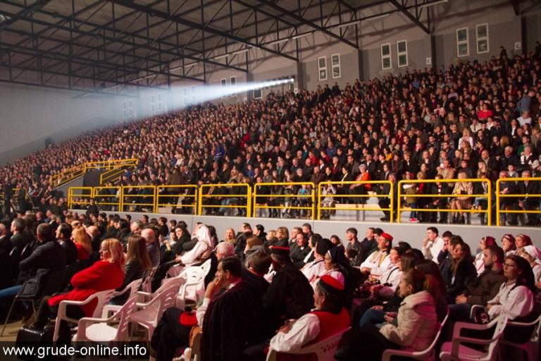 """FOTO: Prepuna dvorana u Grudama na snimanju emisije """"Lijepom našom"""""""