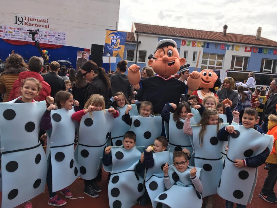 Veseli školarac na karnevalu u Ljubuškom
