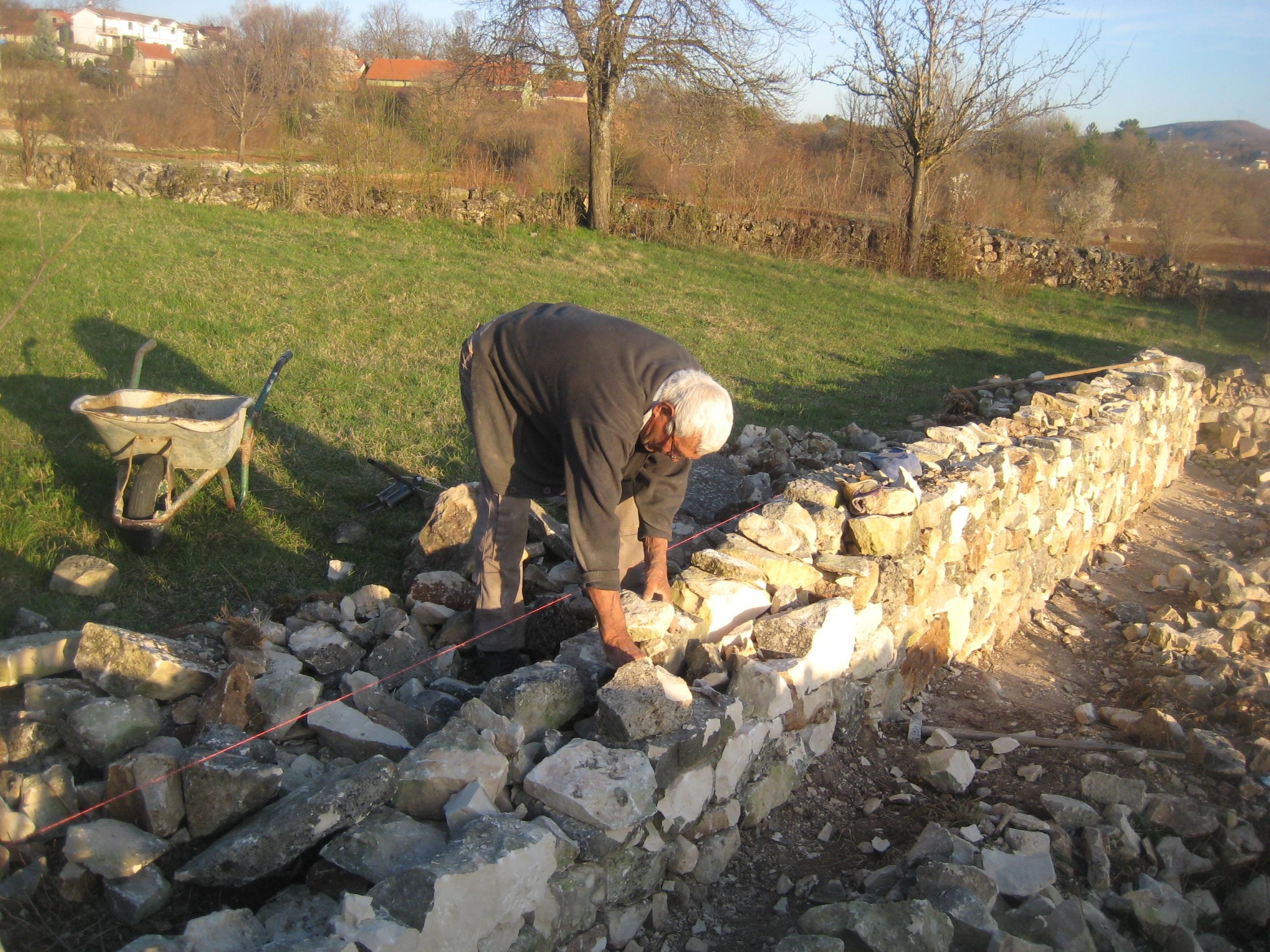 POSUŠJE:  Obnova kamenog mosta na Ričini, ali i suhozida