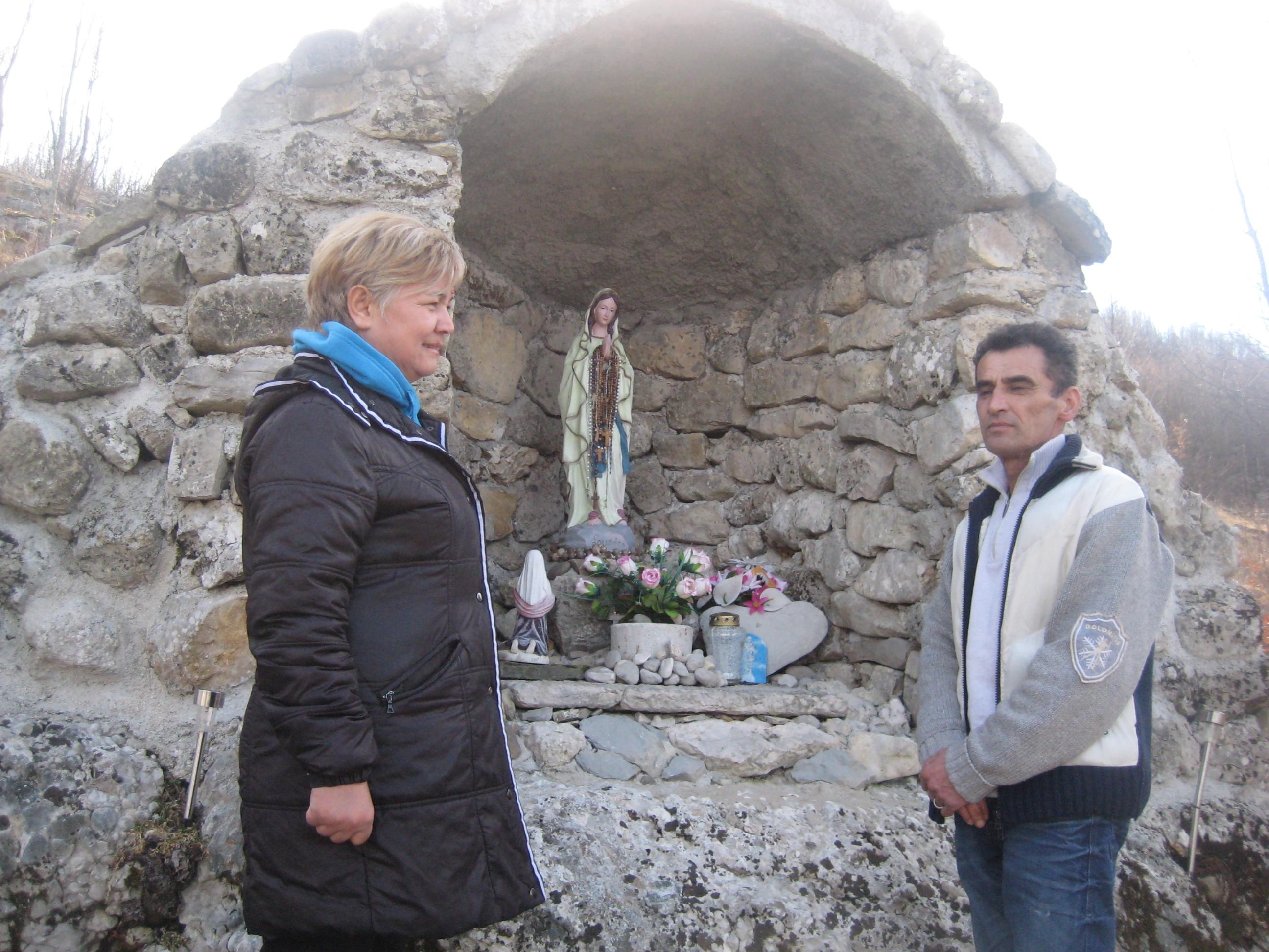Drnišanka Jagoda kip Gospe donijela je iz Lurda u Rakitno