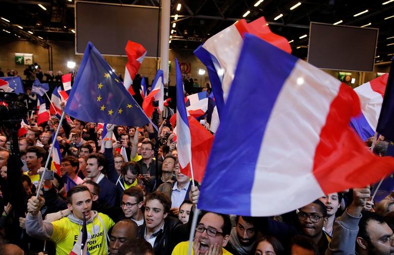 TIJESNO U FRANCUSKOJ: 'Veliki prasak'; 'Odzvanjajuća pljuska za politički establišment'