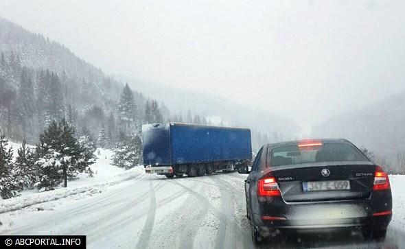 Otežan promet na cestama u BiH, na Kupresu ima leda i zastoja
