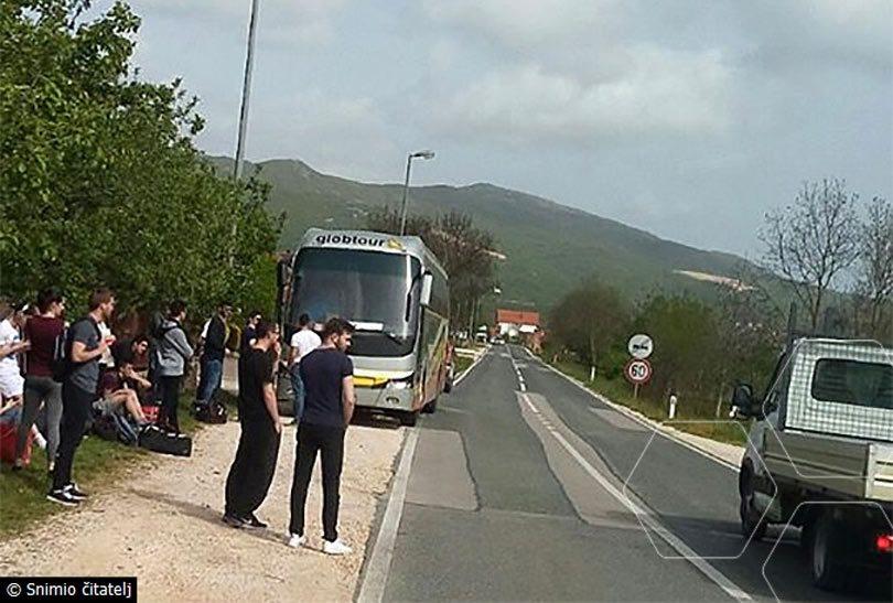 DRAMA U POSUŠJU: Hrabri student pomoću crijeva za vodu ugasio požar na autobusu