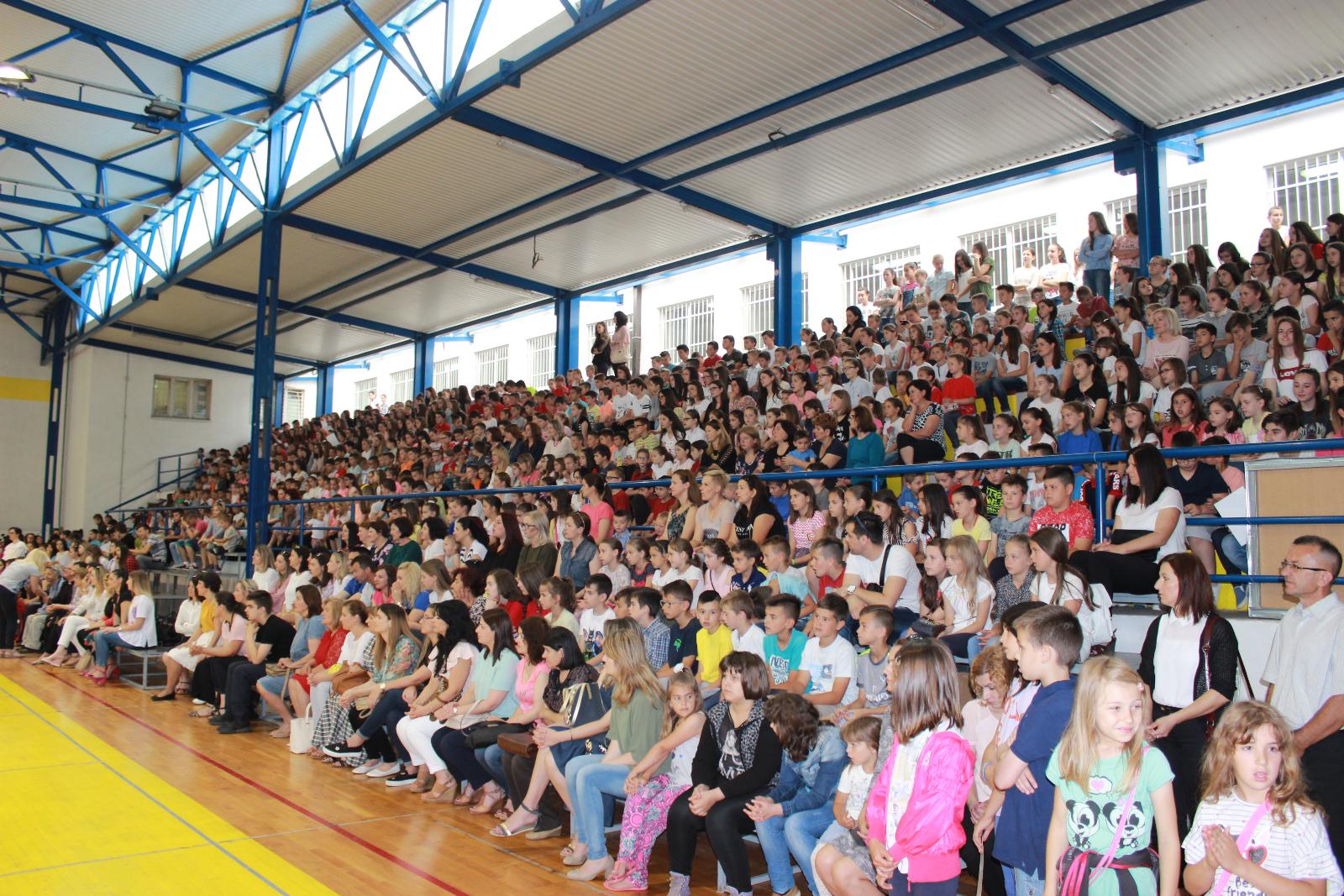 OŠ IVANA MAŽURANIĆA: Veselim programom obilježili Dan škole