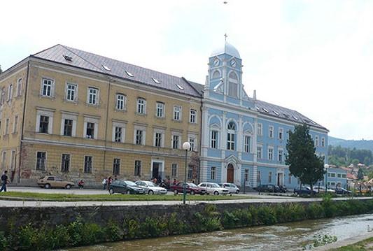 Unatoč odlukama, Federacija BiH ne želi vratiti imovinu Katoličkoj crkvi u Travniku