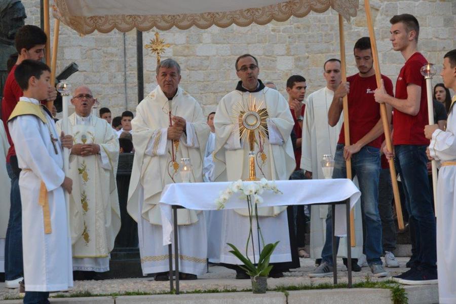 Misa na groblju Martića Križ i Tijelovska procesija