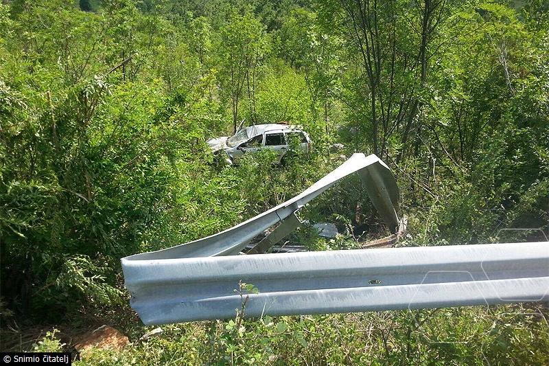 Široki Brijeg-Posušje: Nakon teškog sudara automobil sletio u provaliju