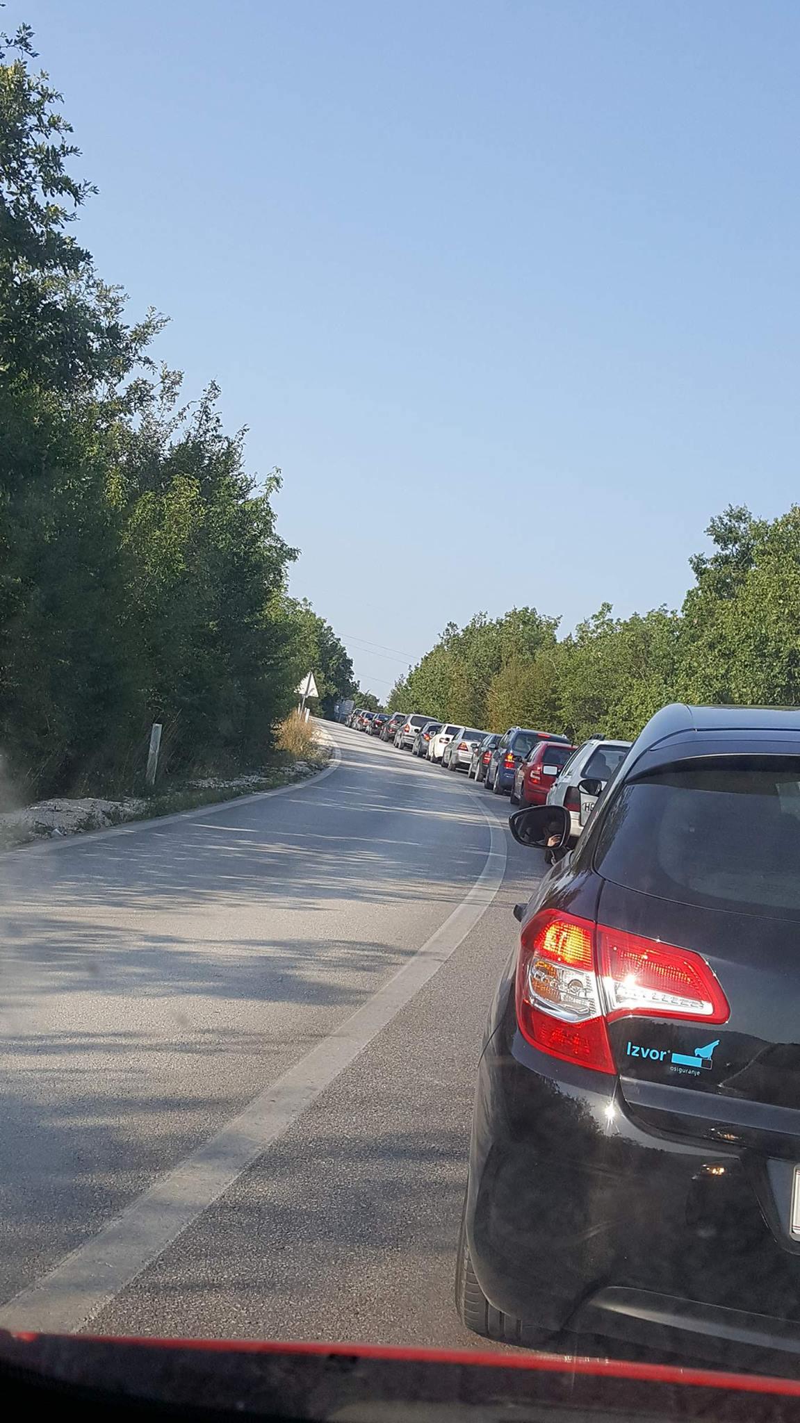 I danas na graničnom prijelazu Osoje duga čekanja