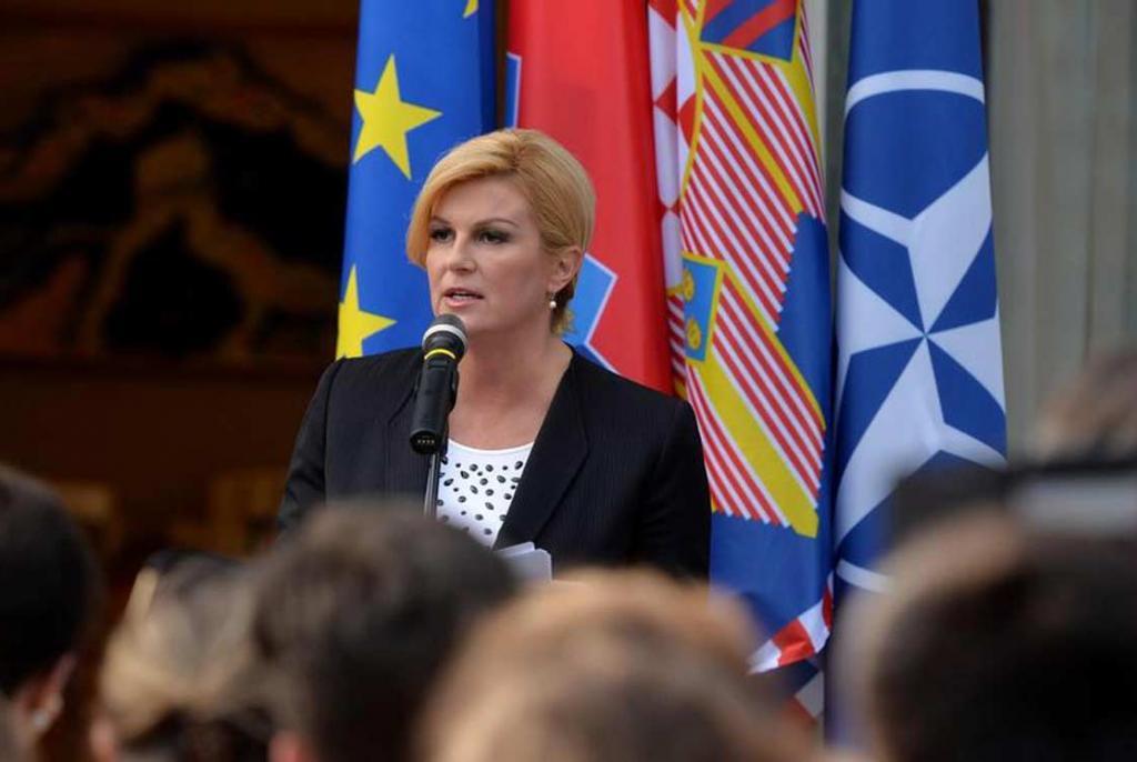 Predsjednica u crvenom istarskom osinjaku hvalial katoličku crkvu, partizani padali u nesvijest