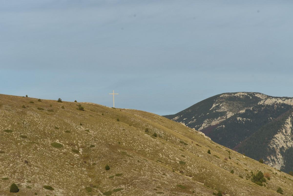 Foto/video: Na Blidinju postavljen križ od 15 metara