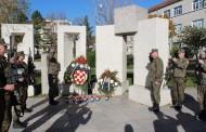 Položeni vijenci i zapaljene svijeće u znak sjećanja za sve poginule branitelje