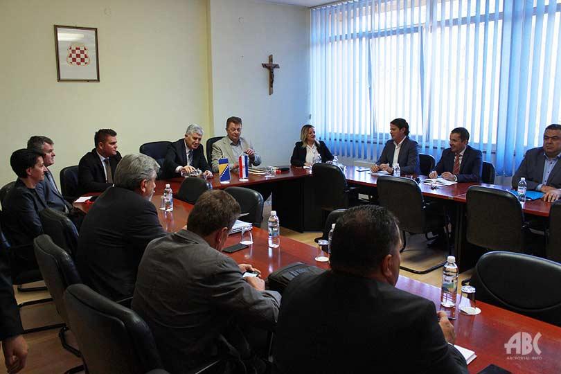 Čović održao radni sastanak s premijerom i članovima Vlade ŽZH