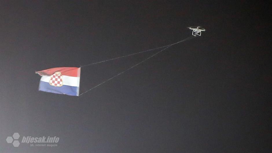 Dron s hrvatskom zastavom povod za obračun s Hrvatima