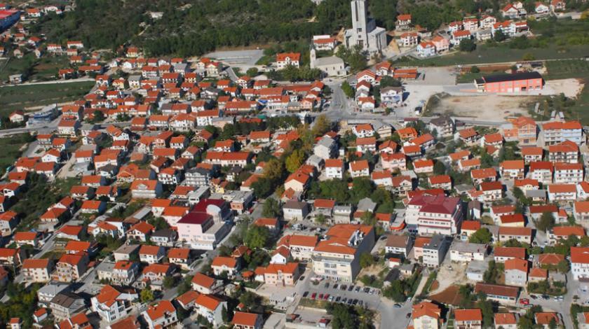 Iako sela u BiH nestaju, manji gradovi poput Neuma, Posušja i Kiseljaka rastu!