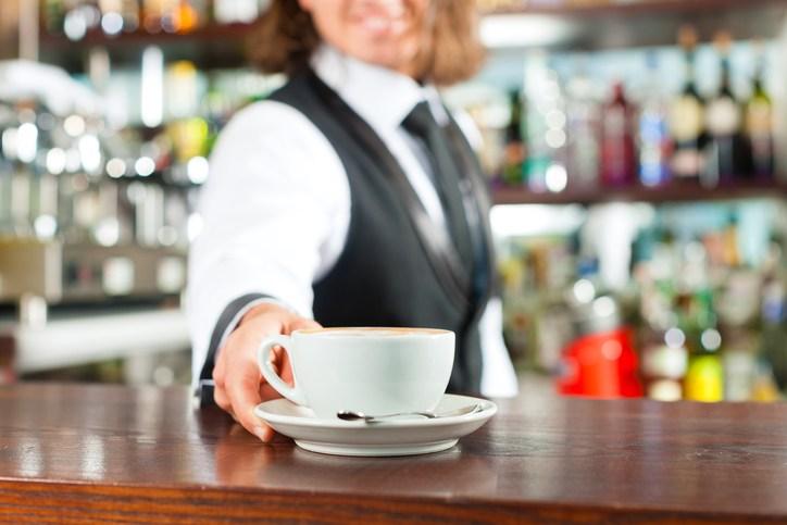 Pojačane kontrole kafića i tržnih centara, izdane stotine upozorenja zbog kršenja mjera