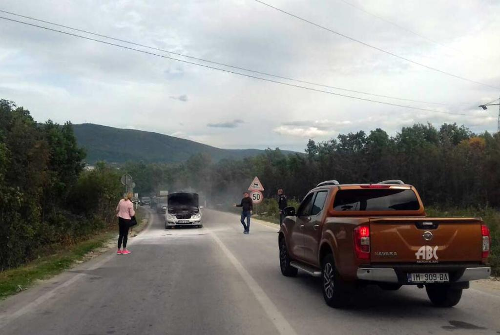 Zapalio se Mercedes odmah do Graničnog prijelaza Osoje u Posušju