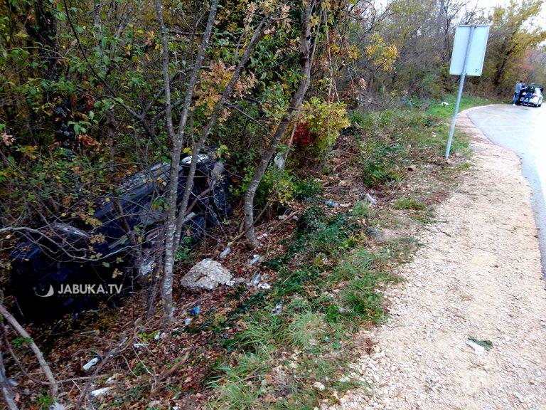 ŠIROKI BRIJEG-POSUŠJE: Mercedes sletio s ceste