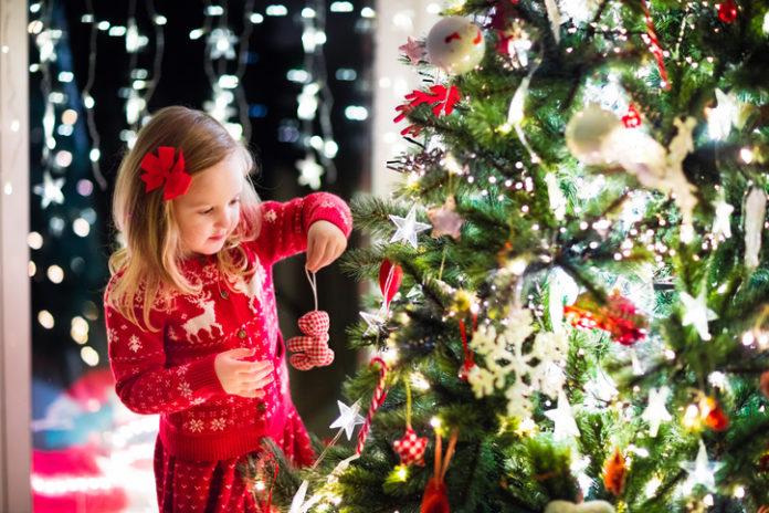 Znate li zašto se ukrašava božićno drvce?