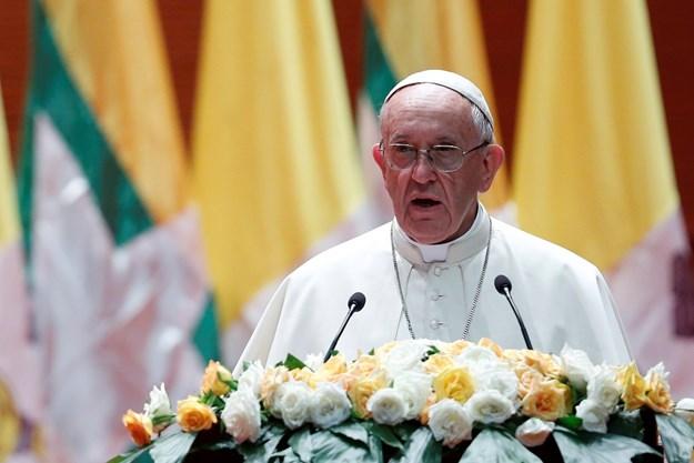 Papa mijenja Očenaš: Ne dovodi nas Bog u napast, to čini Sotona