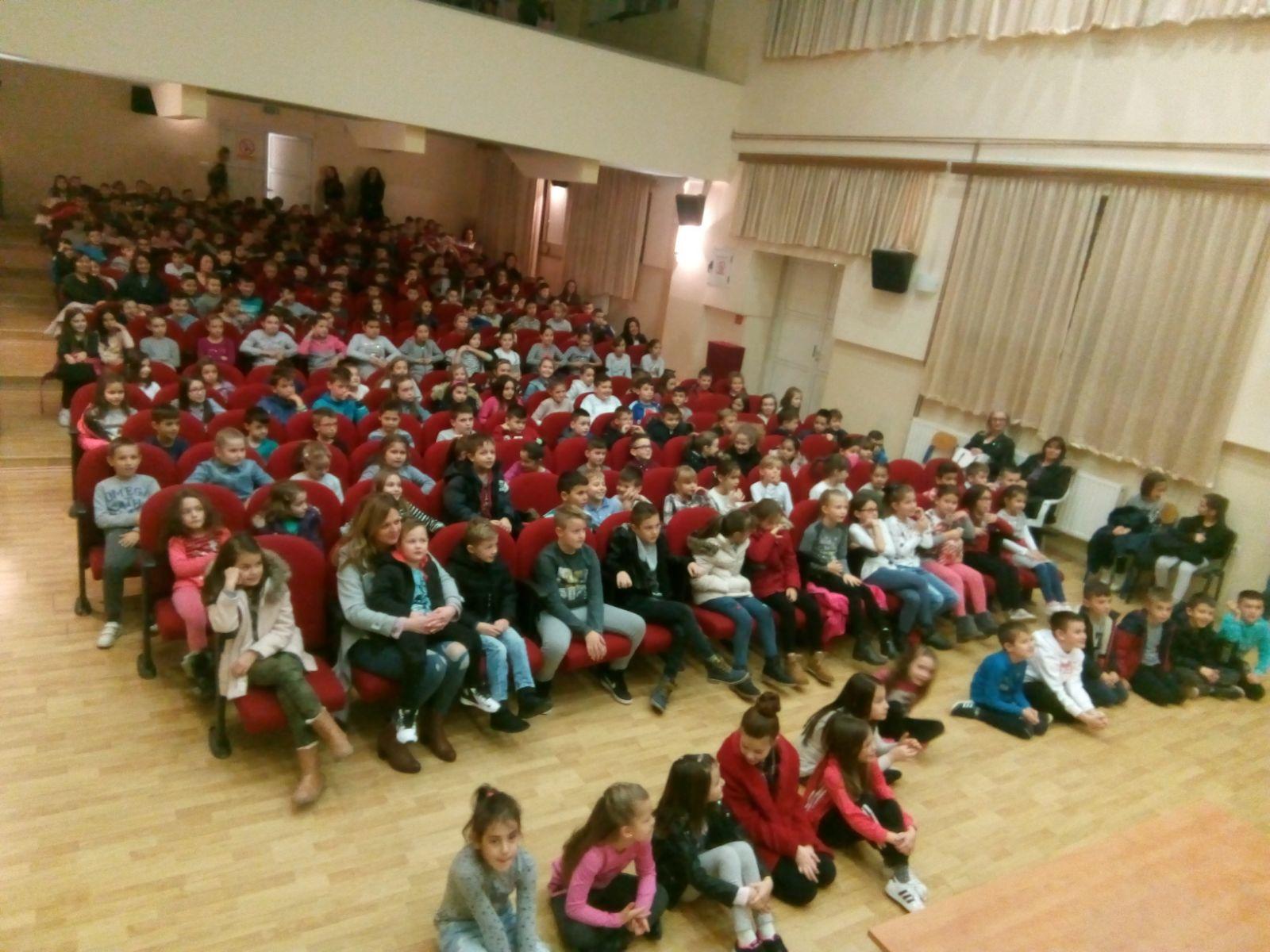 Predstava Abeceda književnosti oduševila posuške osnovnoškolce