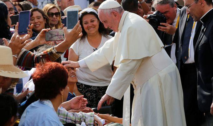 Papa Franjo pozvao na borbu protiv pošasti ubojstava žena