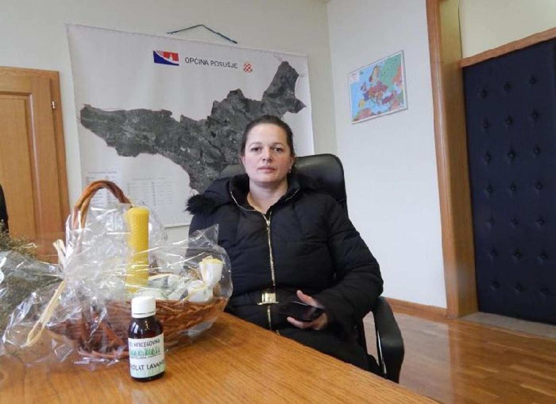 """NADA ŠARIĆ: Posuški parfem predstavlja se na izložbi """"Mirisni pečat"""""""