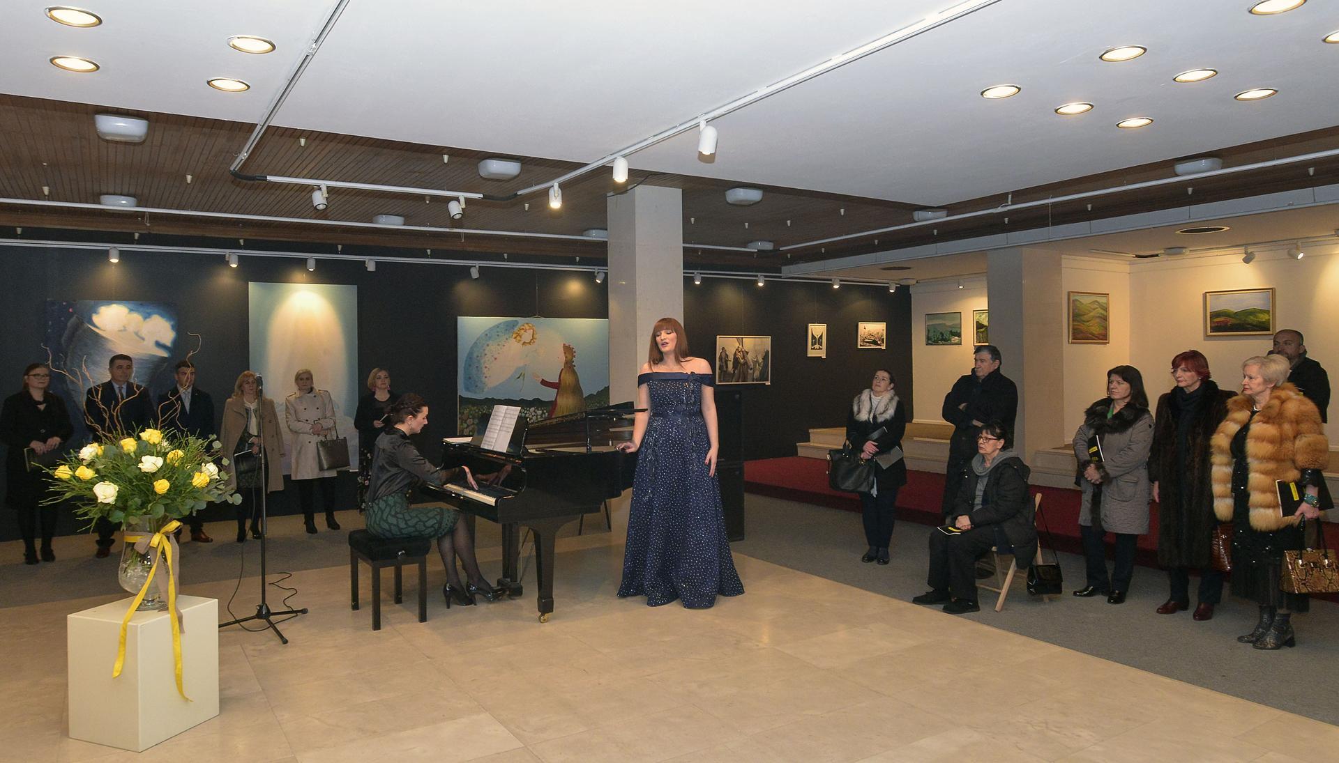 """U Mostaru otvorena humanitarna putujuća izložba """"Pomozimo zajedno!"""""""