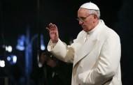 """Papa na Križnom putu izrazio """"sram"""" jer ostavlja mladima svijet razjedinjen podjelama"""