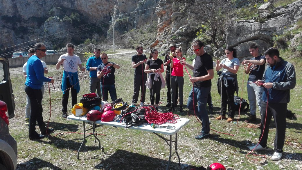 HPD PLOČNO: Polaznici planinarske škole na vježbi alpinizma i speleologije