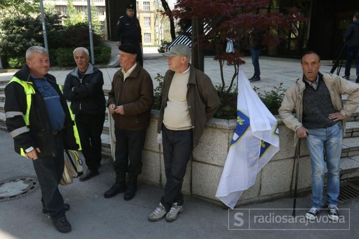Parlamentarci pregovaraju s braniteljima koji prosvjeduju