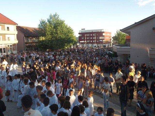 SVETKOVINA TIJELOVA: U Posušju misa na Martića križu i procesija gradom