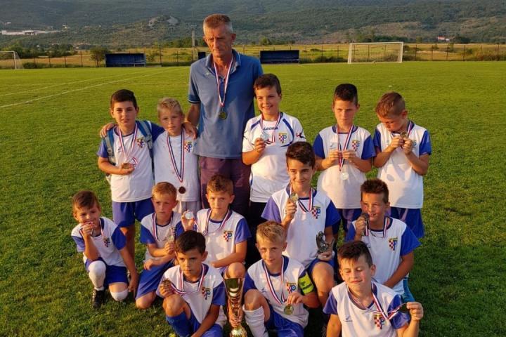 Posuški nogometaši god. 2005./2006. prvi u Neumu, 2009. i mlađi drugi u Grudama