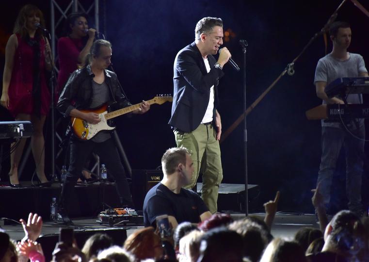 FOTO: Željko Joksimović spektakularnim koncertom oduševio Mostar