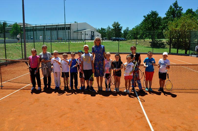 Više od 80 mladih na festivalu tenisa u Posušju