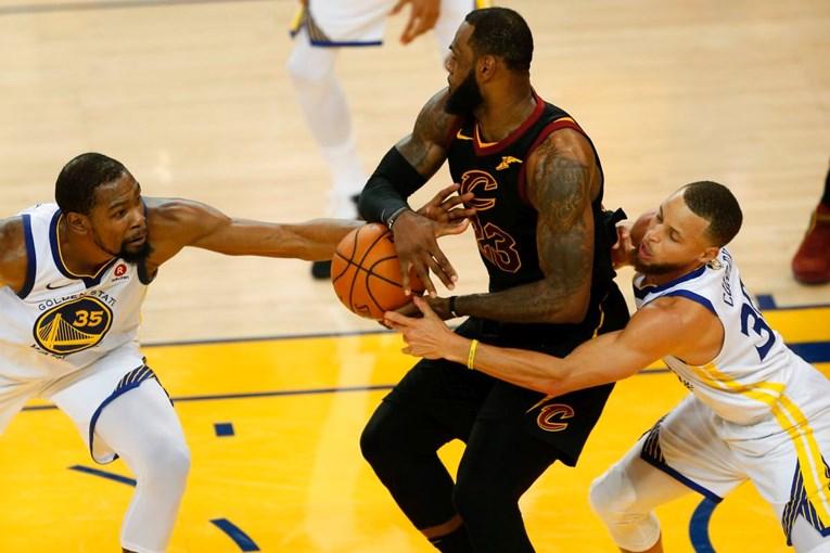 Warriorsi poveli 1:0 u NBA finalu zbog Smithove nevjerojatne greške