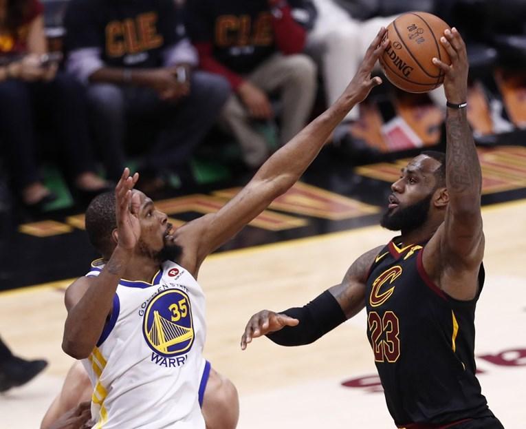 Nevjerojatni Durant nadigrao Jamesa i odveo Warriorse na korak do nove titule