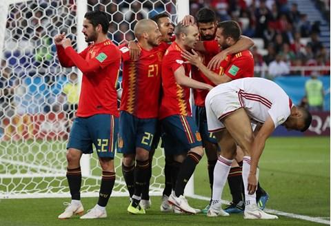 U dramatičnim završnicama Španjolci i Portugalci remijima izborili osminu finala